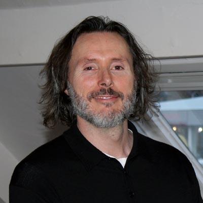 Dr Robert Finn DC